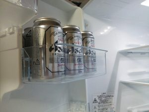 新しく買った冷蔵庫は冷えるのに時間がかかるらしいので、とりあえず、ビールだけ入れてみた(笑)